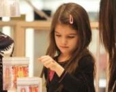 Дочь Тома Круза пользуется косметикой