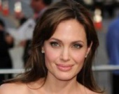 Анджелина Джоли хочет спасти мир