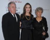 Родители Питта гордятся Джоли